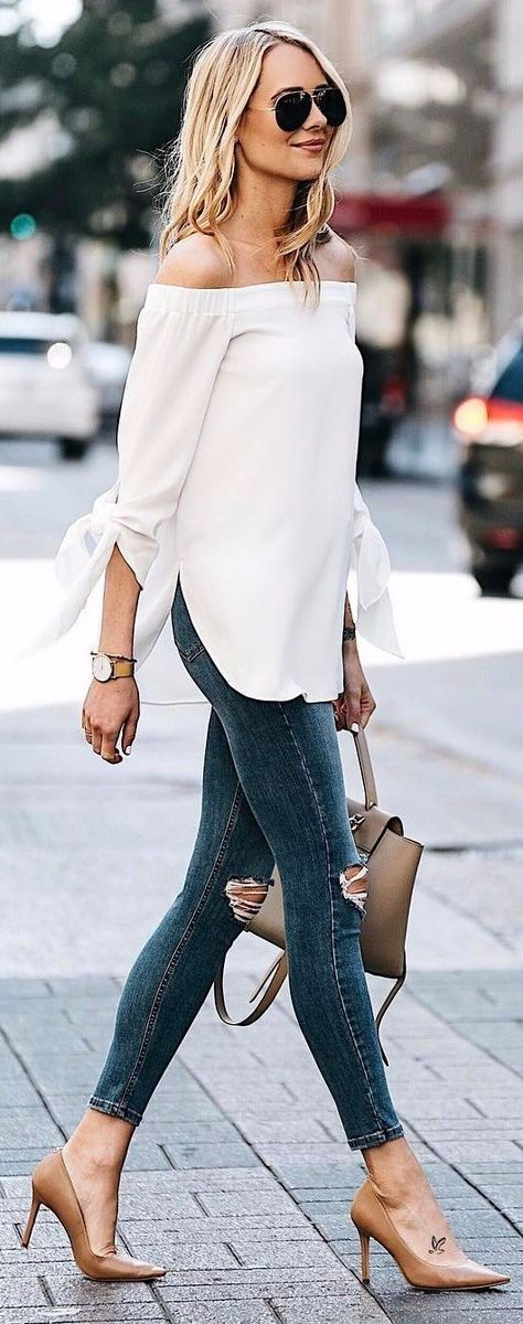 office outfit idea wearing jeans