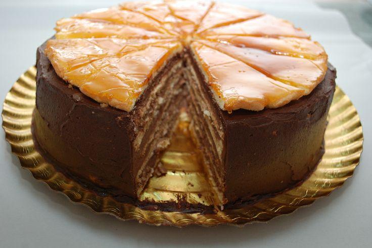 Tort Dobos dupa o reteta incredibil de savuroasa! Va poftim la Produse de Acasa pentru mai multe detalii!