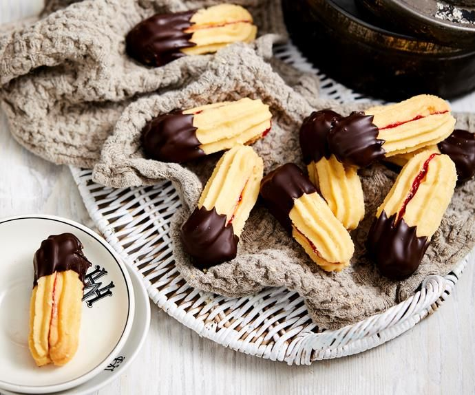 How To Make These Viennese Shortbread Biscuits Recipe Biscuit Recipe Australian Biscuit Recipe Slow Cooker Lamb