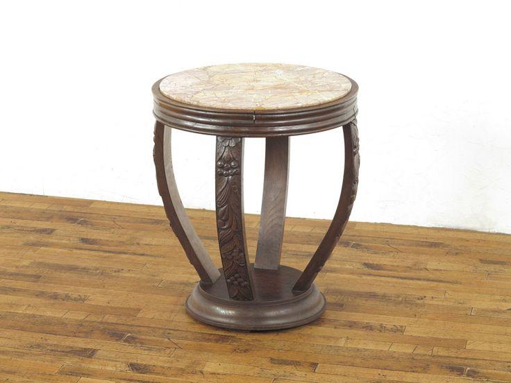 アールデコサイドテーブル(商品ID:27038) 59500円  非常に特徴的なデザインのサイドテーブルです。 天板が大理石で高級感がありますね。 柱部分の彫刻も魅力です。 彫刻のモチーフもアールデコらしい特徴がよくあらわれていますね。 ティーテーブルなどにいかがでしょうか?  フランス 1920年頃 オーク材  サイズ W 590 x D 590 x H 665  クロネコヤマトらくらく家財便Bランクでのお届け 送料例:愛知県3,800円・東京都4,050円・宮城県5,200円・福岡県4,800円  http://www.flex-antiques.com/  #antiqueflex #インテリア #家具 #アンティーク家具屋 #卸 #骨董品 #アンティーク #アンティーク家具 #アンティークフレックス   #信楽 #新着商品 #本日の新着商品 #フランスアンティーク家具 #英国アンティーク家具 #flex27038 #フランス #フランスアンティーク #ティテーブル #サイドテーブル #アールデコ
