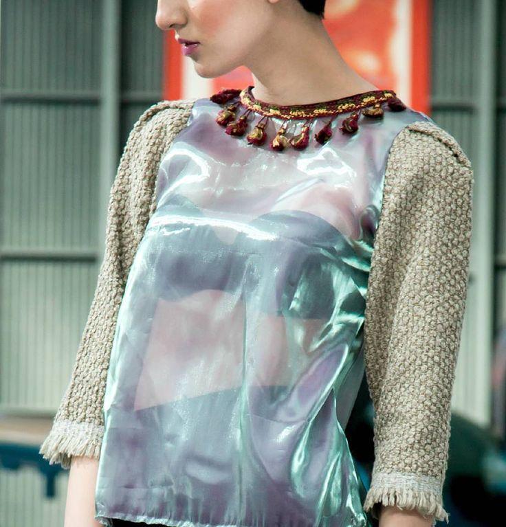 Blusa de organza con destellos verdes, mangas texturizadas y detalle en cuello.  Rose Bucher Primavera-Verano 2014/2015  Seguinos en facebook o visita: www.rosebucher.com!