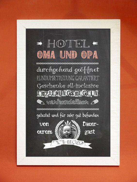 Ein Tafelbild-Kunstdruck als besonderes Geschenk für die Großeltern zum Geburtstag, Namenstag, auf Weihnachten oder einfach nur so! Er wird personalisiert mit dem Namen und einem Bild des/r Enkel,...