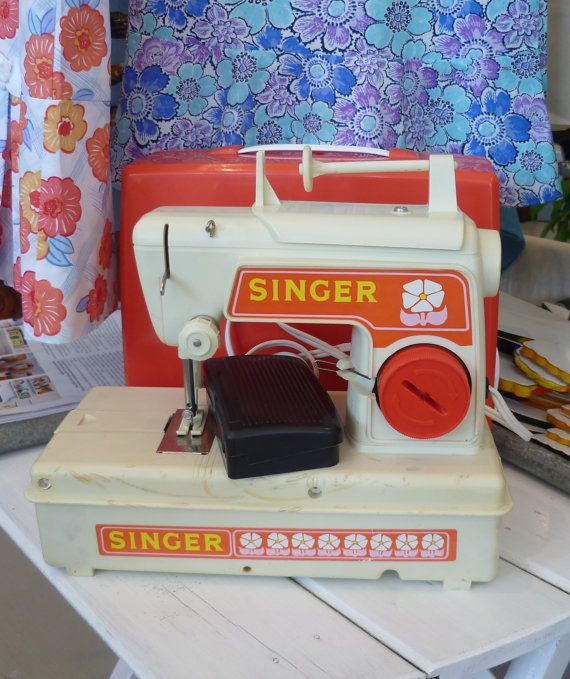 Vintage Retro Singer Childs Toy Sewing Machine by acolourfullife1, $65.00