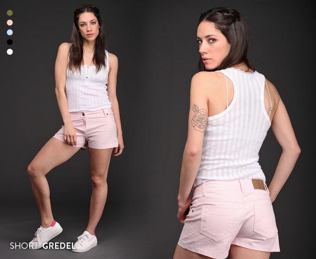 Un imperdible de temporada. El Short Gredel, de tiro medio, está disponible en 5 colores y es de gabardina elastizada. Estilo y comodidad en una prenda comodín. #Shorts #Básicos #Tendencias