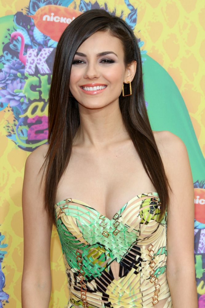 Get the look: Victoria Justice's peachy keen lips at the Kids' Choice Awards