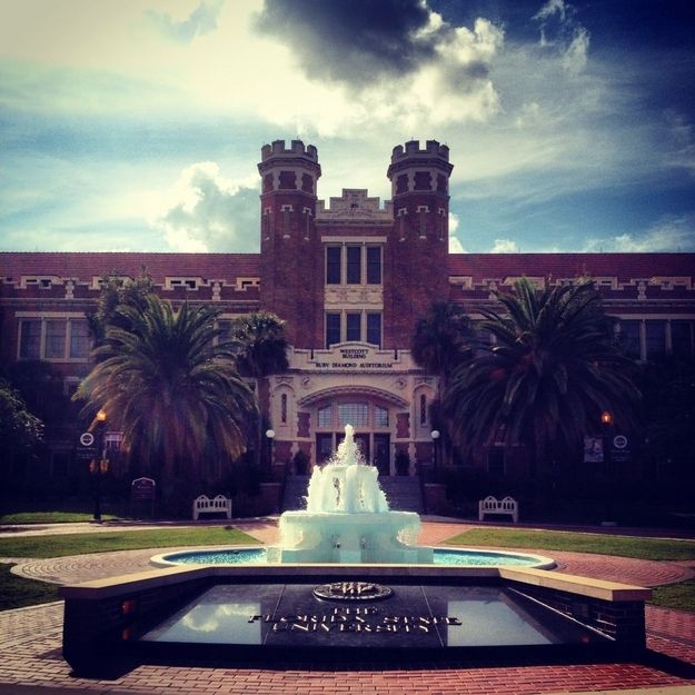 Westcott Fountain was one of the first places you saw when touring campus. | 31 Signs Youre A Florida StateSeminole