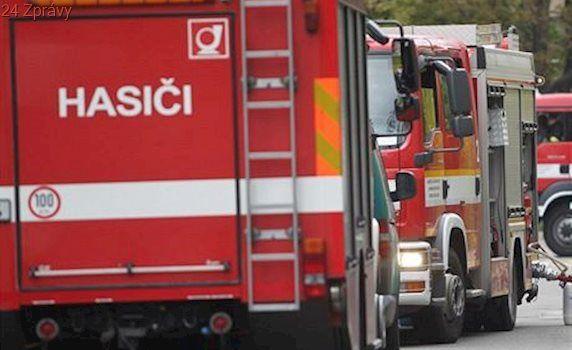 Traktorista na Orlickoústecku zemřel v lisu na balíky sena, jeho tělo vyprostili hasiči