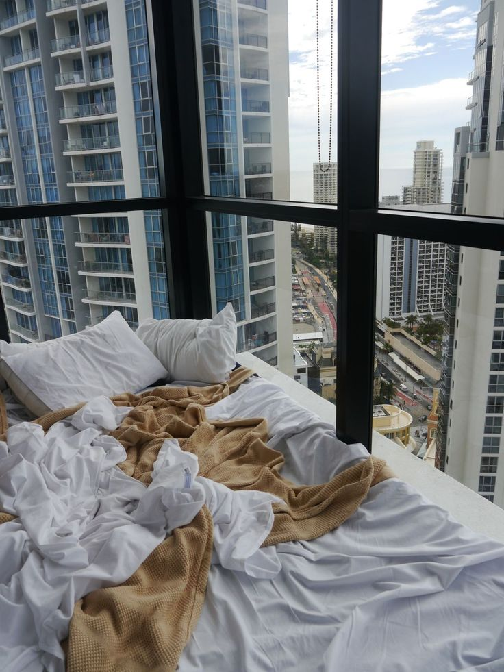 I wanna wake up one morning, in love, in a messy bed, with a view like this. Just like this.