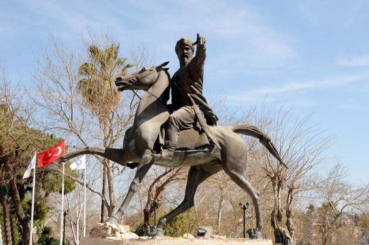 Yavuz Özcan Parkı, Gıyaseddin Keyhüsrev Anıtı (1164-1211), Antalya, Türkiye