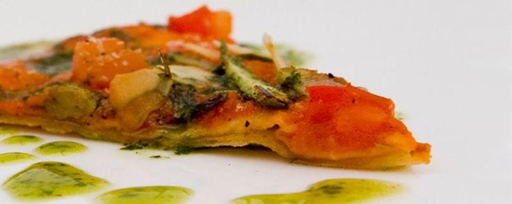 Tortilla's in pizza stijl met aspergepunten, amandel en basilicum olie #amanprana #noblehouse #bio #gezond #natuurlijk #tortilla #amandel #basilicum #olie #pizza #asperge #look #palm olie #olie #rodepalm #olijfolie #tomaat #hapje