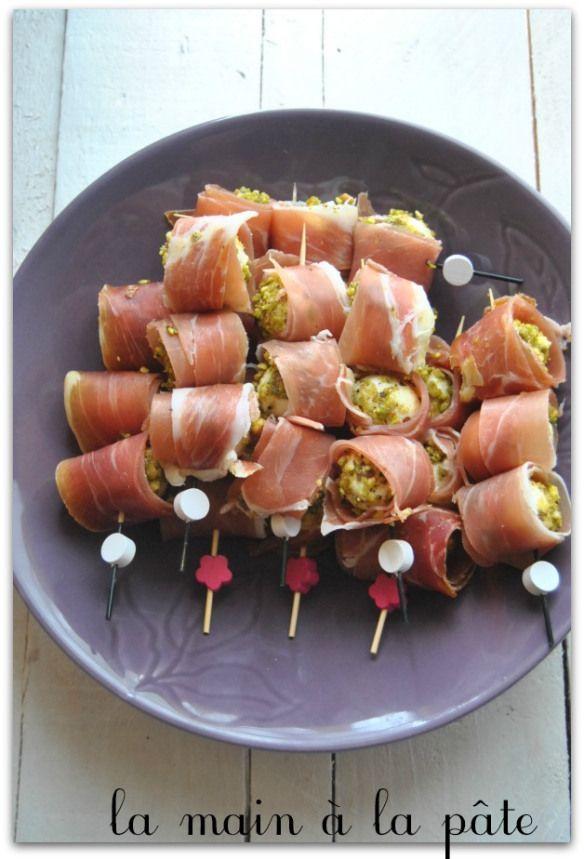 Billes de mozzarella à la pistache et au jambon de Bayonne. Découvrez les spécialités culinaires du pays Basque ici : www.enviedebienmanger.fr/recettes/istara
