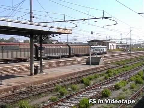 Un locomotore E.655 in transito a Torre Annunziata Centrale.