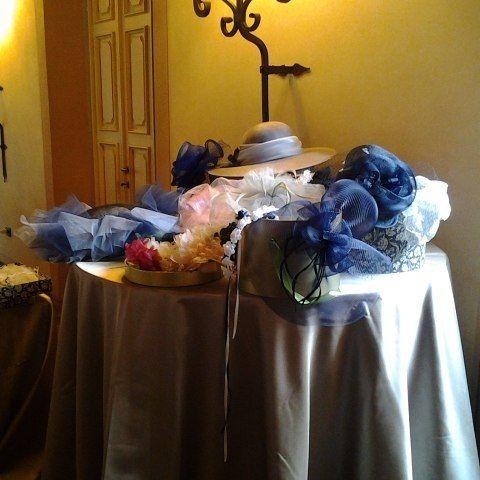 Veli cappelli fiori e fashinator pronticper la lezione!  #instaitaly_photo #instaitalia #instaitaly #italy #igerstoscana #rinaldelli #fascinator #cappelli #hat #matrimonio #tuscany #modaestate #estate #veletta #bride #panama #sposa #tulle #agriturismo #tosacana #seminario #womenfashion #country #igers #igers #igersoftheday #moda #ragazza #wedding