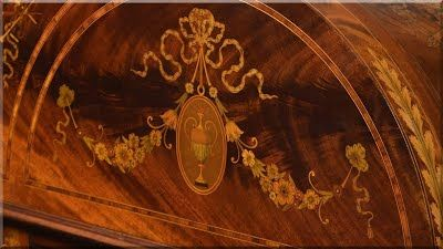 Intarziás antik bútor