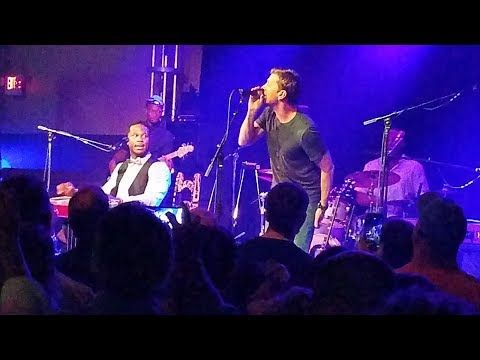 Robert Randolph & the Family Band - Voodoo Child (feat. Rob Thomas) [multi-cam fan footage] - YouTube