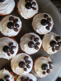 puppy+cupcake+ideas   puppy paw cupcakes check out staci s puppy party ideas here and here