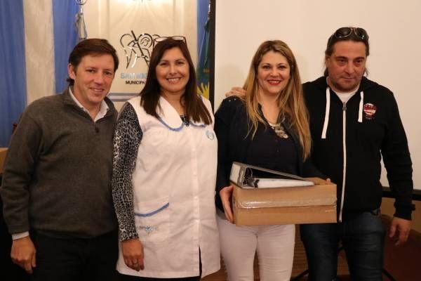 Jaime Méndez entregó notebooks a escuelas primarias estatales de San Miguel