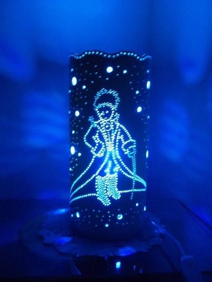 Luminária Pequeno Principe em Tubo de PVC de 150mm. Cor: Branca (natural do tubo)* *Efeito de cor causado pela cor da lâmpada R$65,00. FOR HANNAH JACKSON