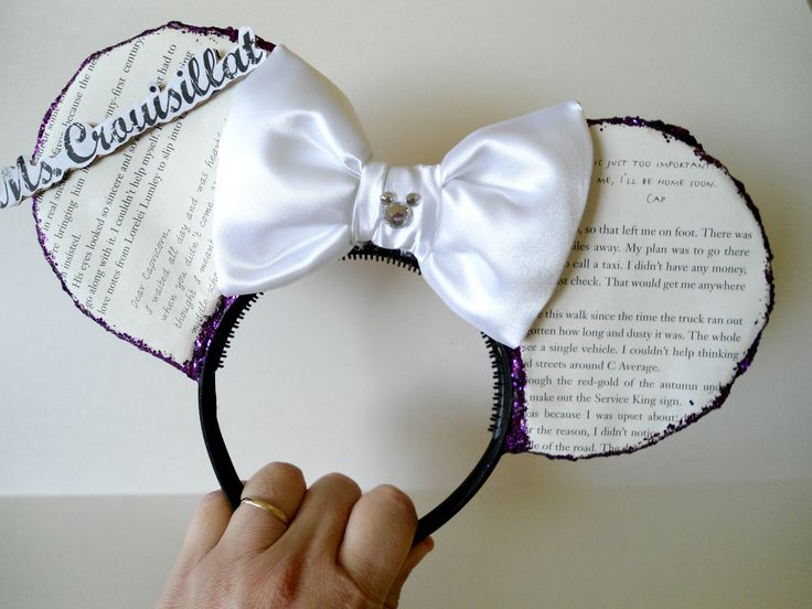 Minnie Ears made with real book pages. Awesome gift for a teacher.  Made to Order ONLY! Please visit iwearbowandarrow.wixsite.com/shop for more info! #MinnieEars #Store #WDW #Handmade #Disney #DisneyEars #Headband #HairAccessories #Mickey #WaltDisney #DisneyParks #Share #Repost #instadaily #DisneyWorld #ThemeParks #OrlandoThemeParks #Disneyland #iwearbowandarrow #FreeShipping #Wool #Ears #Follow #Share #Repost #Orlando #Florida #Floral #Flowers