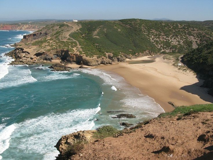 Praia da Murração is a beautiful little beach located just south of Praia do Amado on the west coast of the Costa Vicentina Natural Park in ...