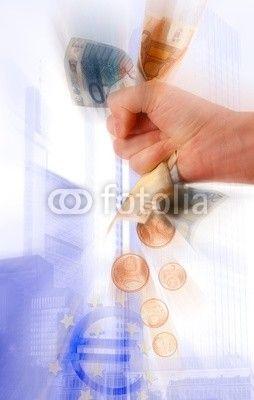 Crisi economica, mano che stringe banconote