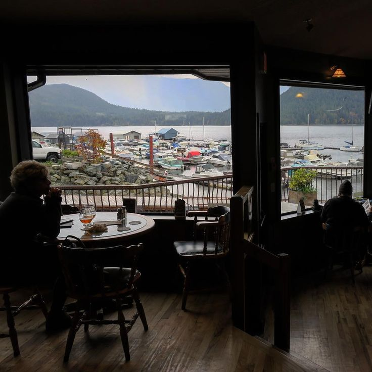 Here's the perfect spot to sit & appreciate the #view while enjoying your favourite drinks https://www.instagram.com/p/BLmfDgTDg0g/ #PowellLake #restaurant