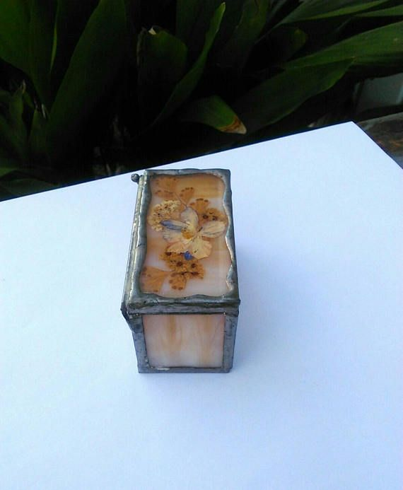 Glass Jewelry Box with Pressed Flower - Stained Glass Ring Box - Glass Storage Box - Prissys Newberry Antiques $9.00  #prissysnewberryantiques #gifts #botany  #etsy #keepsakebox #jewelry