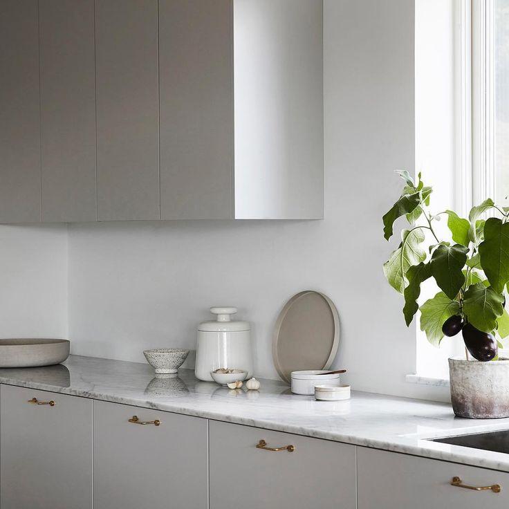 Platsbyggt av Nordiska Kök Länk i bio Foto: @fanny_hanssons Styling: @sundlingkicken @evalottasundling @elinkicken⠀ ⠀ #nordiskakok #platsbyggt #kök #köksinspiration #platsbyggtkök #interior #kitcheninspo #nordicdesign #scandinavian⠀