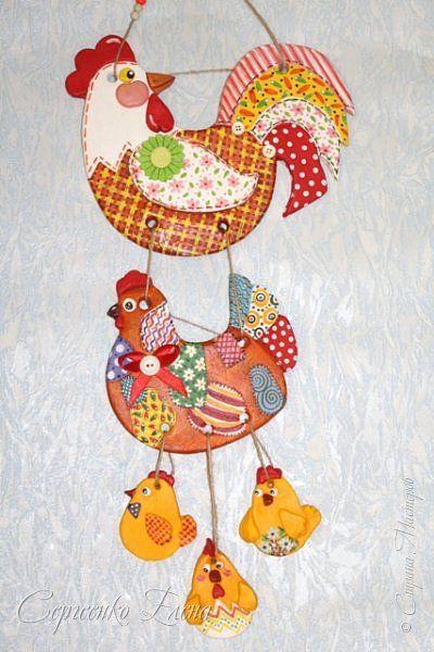 У одной из жительниц нашей страны - GALA1507 как-то увидела такую яркую и нарядную курочку, были при ней и цыплятки. Ну ОЧЕНЬ захотелось сповторюшничать! И вот... на свет появилась такая красотулька. фото 4