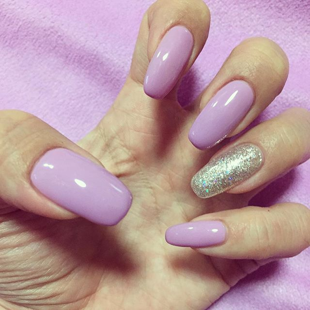 久しぶりにネイルした💅 自分の爪はシンプルじゃなきゃ落ち着かないなぜだ、、🤔 にしてもこのパープルかわゆす💜💓💟 、 、 #gelnails #nails #nailart #naildesign #nailstagram #mynail #newnail #selfnail #ジェルネイル #シンプルネイル #セルフネイル #マイネイル #自爪 #むらさき #パープルネイル #purplenails #l4l #一層残しフィルイン #💅 #💜 #夜な夜な作業 #眠い😪