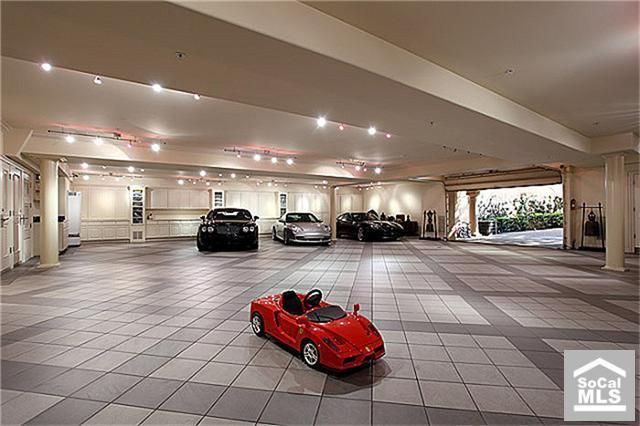 8 car garage just in case you need it newportcoast for Garage auto orange
