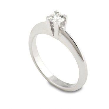 Διαχρονικό μονόπετρο δαχτυλίδι λευκό χρυσό Κ18 με διαμάντι σε απλό & αυστηρό δέσιμό που τελειώνει σε μία λεπτή ακμή   Μονόπετρα ΤΣΑΛΔΑΡΗΣ στο Χαλάνδρι #brilliant #διαμάντι #μονόπετρο #δαχτυλίδι #λευκοχρυσο #monopetro