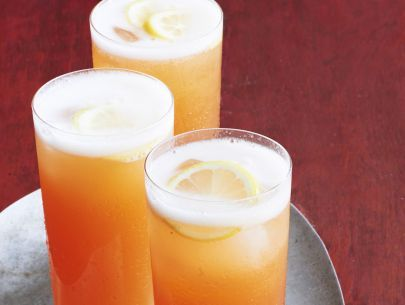 Get this all-star, easy-to-follow Sparkling Peach Tea recipe from Geoffrey Zakarian