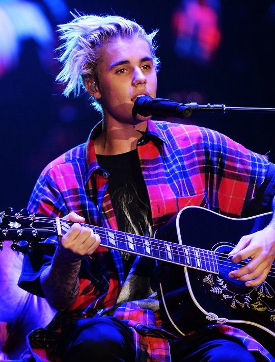 Justin onstage on the first show of the Purpose tour