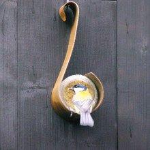 Roestkleurige pindakaaspothouder voor vogels in de winter #rubiginous #bird #feeder #birds #vogels #pindakaaspothouder