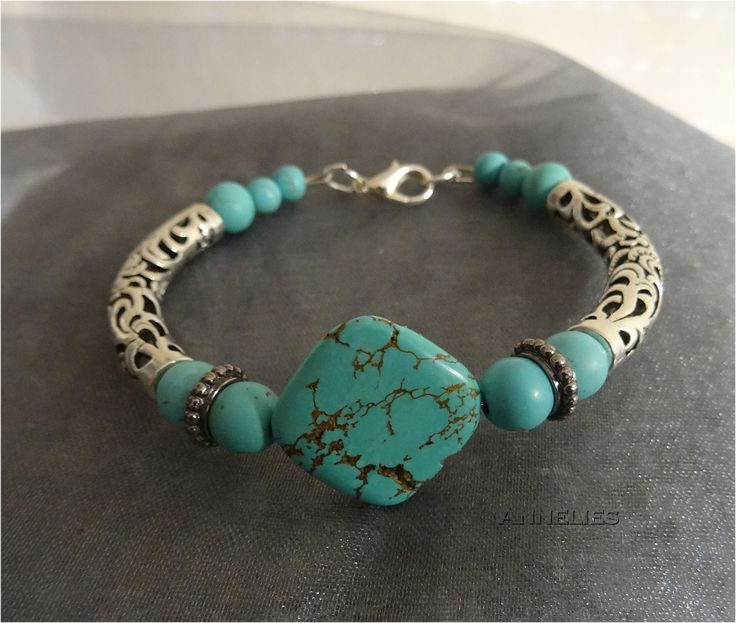 Armband in turkooise kleuren €6.50 https://www.facebook.com/groups/handmadesieraden/