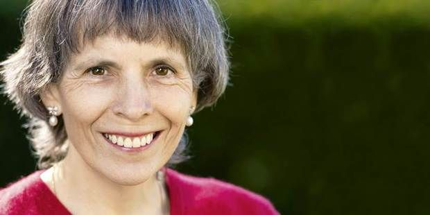 An incredible account and article of a reading Serge Benhayon shared with Nicola Lessing on learning to observe life, as absorbing life and other peoples emotions was making her very ill.   #SergeBenhayon #life #truth #wisdom #love #UnimedLiving