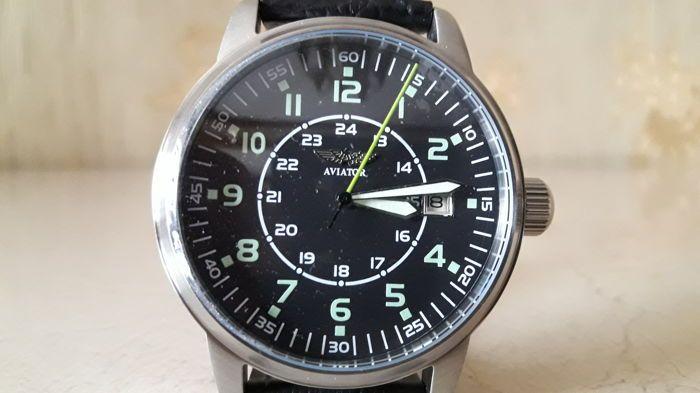 """Poljot vlieger - Russische militaire mechanische horloge - 2010  Russische militaire mechanische WristWatch.Nos!Je biedt op een zeldzame Russische mannen mechanisch uurwerk horloge merk """"Poljot""""Poljot horloges worden gefabriceerd door de eerste Moskou Watch Factory. De fabriek begon de productie van horloges in 1930 en begon met behulp van de merknaam Poljot in 1961.Dit horloge lijn wordt gekenmerkt door strenge militaire design en functionaliteit. Het ontwerp is geïnspireerd door klassieke…"""