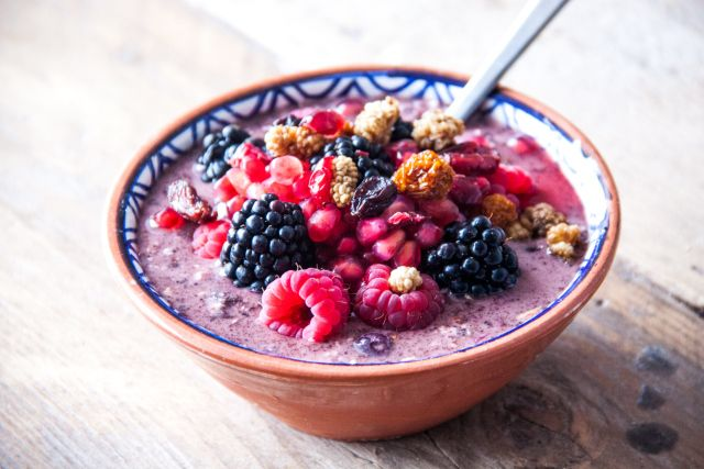 ACAI BOWLS- THEY'RE WHATS FOR BREAKFAST. A super tasty and very healthy breakfast treat. A few different recipes and a generalization on how to make the perfect acai bowl:)