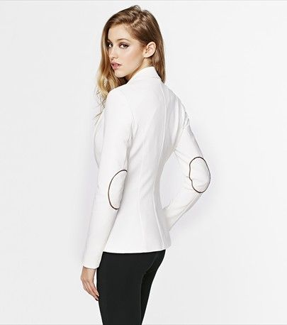 This season, give a fresh and glamorous feel to your look with this white blazer!