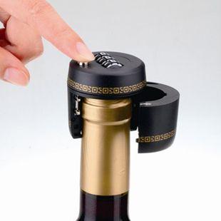 «Кодовый замок» для винных бутылок. Бутылка не открывается, пока не будет разгадана буквенная комбинация на замке.