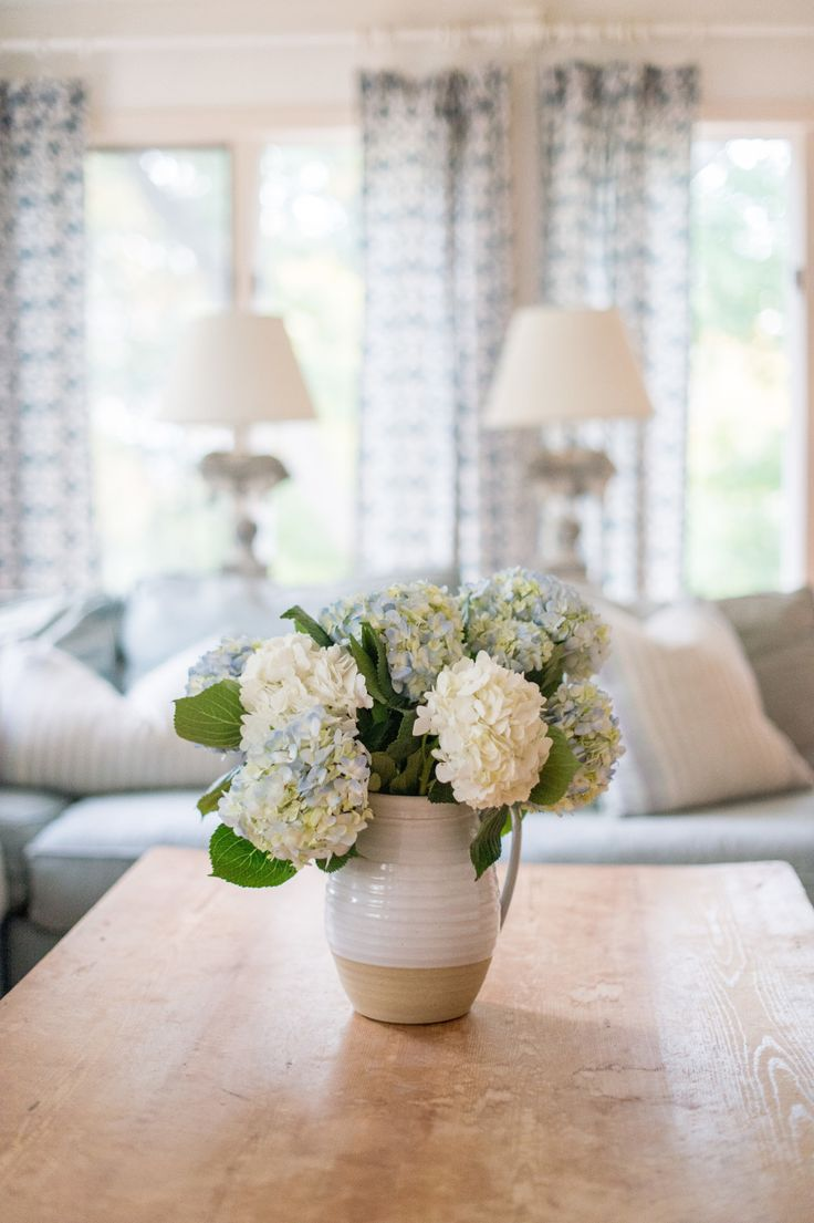 A home that pairs vintage and coastal to a tee! Photography : Brea McDonald Photography Read More on SMP: http://www.stylemepretty.com/living/2017/01/25/tour-a-home-that-pairs-vintage-and-coastal-beautifully/