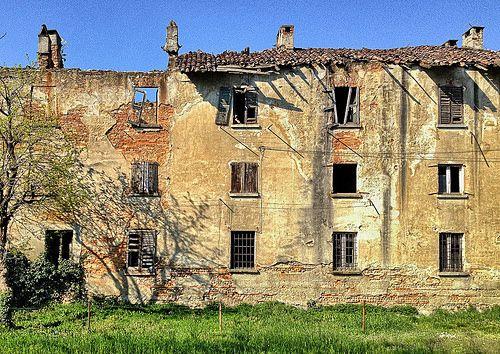 Pi di 25 fantastiche idee su vecchie porte finestre su for Divisori di 77
