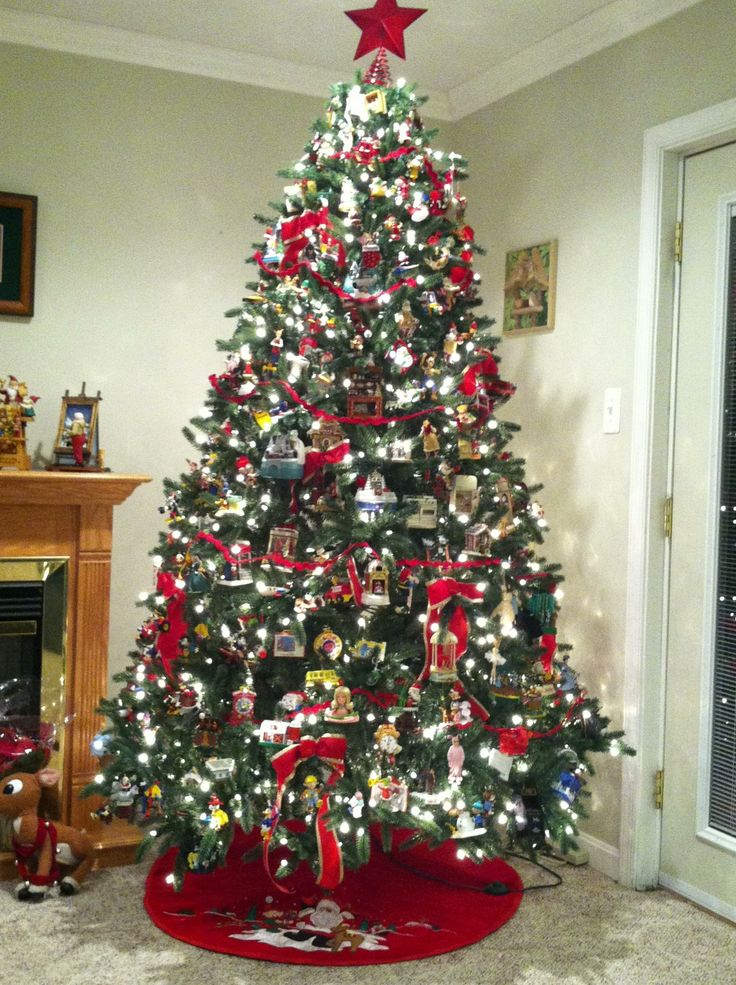 ... Christmas tree, decorated with all Hallmark ornaments (well, just a