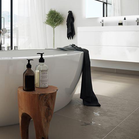 Å kombinere materialer, små lekre detaljer med stilrene MIE baderomstmøbler og Oval badekar, syns vi er rett og slett er lekkert. Ikke rart vi er stolte av produktene våre! #detmåværelovåskrytelittinnimellom #vikingbad #Badekar #baderomsmøbler #baderom #bathroom #baderomsinspirasjon #baderomsdesign #baderomsinspo
