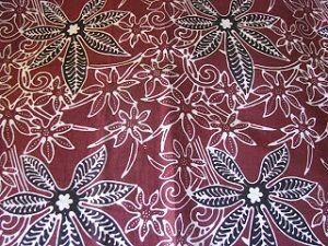 Motif Batik Bondowoso banyak terinspirasi dari bentuk tanaman daun singkong dan daun tembakau yang membuat batik ini terlihat sangat unik.