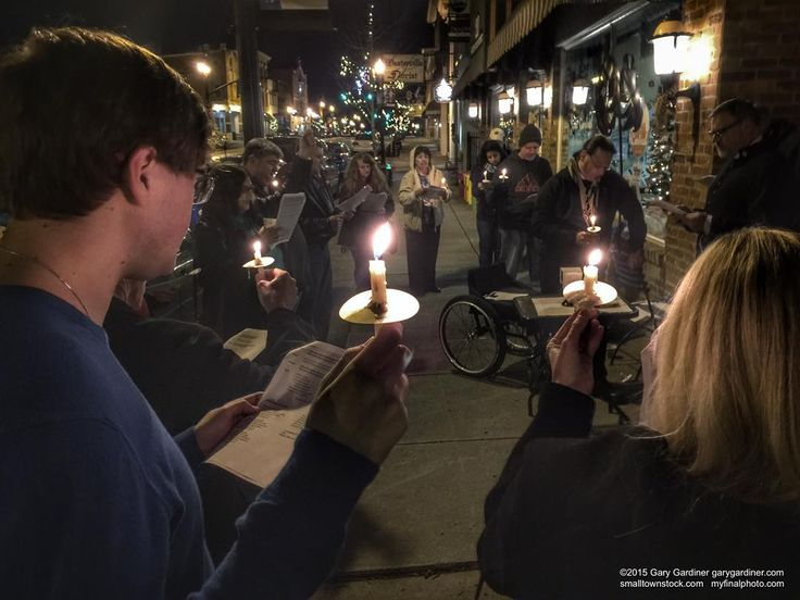 St. Mathew's Episcopal Church holds a candlelight midnight Christmas Eve service on the sidewalk at @javacentral1 in #UptownWesterville #wvloh #westerville #ohiogram #midwest #midwestlove #everydayohio #ohiopix #ohio #everydayusa