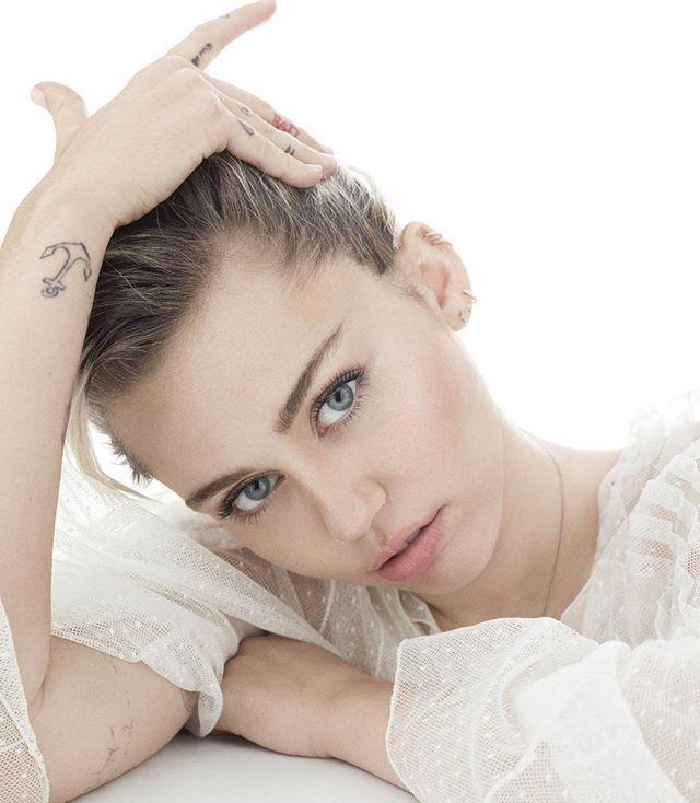 Miley Cyrus - Elle October 2016
