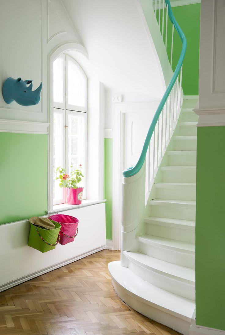 Nordsjö - Ambiance Silkematt Väggfärg Base White - Ambiance Silkematt är en trendig matt väggfärg för målning inomhus på puts, betong, lättbetong, gipsskivor, glasfiberväv m m. Trappinspiration, Grönt, Kul med färg. Lekfullt.