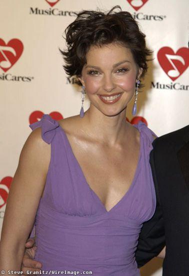 Ashley Judd Short Layered Haircut